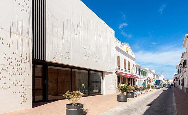 Façana Teatre Albert Camus. Sant Lluis, Menorca